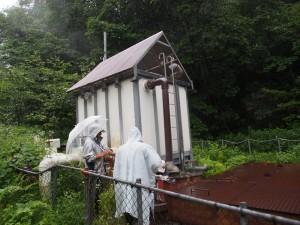 大雨の中での白馬八方温泉の調査